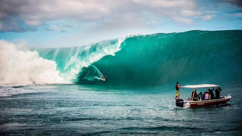 Surfer teahupoo